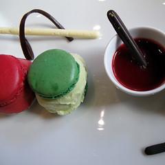 Macarone Maniacs (essisofia) Tags: thailand cafe asia bangkok july siam 2009 paragon lenotre macarone