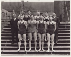 1930s Swimming Team (Mamluke) Tags: portrait men college pool minnesota swimming vintage 1930s suits university retrato zwembad group piscina swimmingpool varsity bigten bleachers groupportrait swimsuit portret groupshot ritratto swimsuits hommes cru männer piscine collegiate swimteam hombres mensen universityofminnesota vendimia uomini swimmingsuit lache big10 annata uralt mamluke 型 肖像画 swimmingsuits wijnoogst