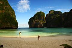 Maya Bay, Koh Phi Phi Leh (NickvanderLinde) Tags: beach thailand bay sand kohphiphi mayabay aomaya