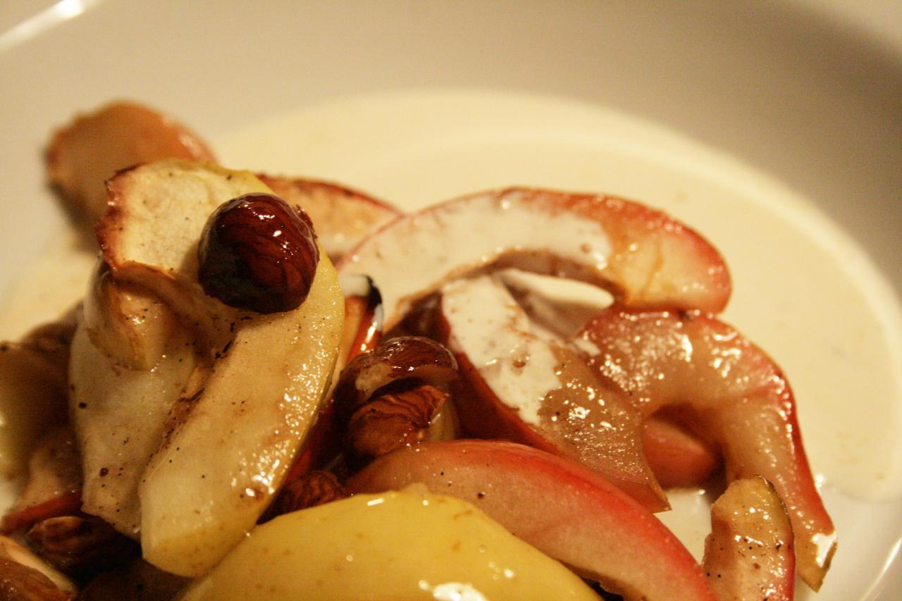 bagte æbler med hasselnødder