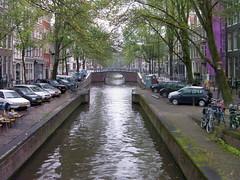 Amsterdam canal et pont - Kanaal en brug - Canal y puente - Channel and bridge (Pantchoa) Tags: amsterdam visite vacances canal pont reflets quais hollande éléphantparade visiter tourisme canneaux pantchoa françoisdenodrest