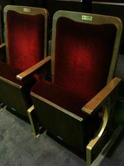 椅子。劇場や映画館みたい。テーブルなし。 #webgakkai
