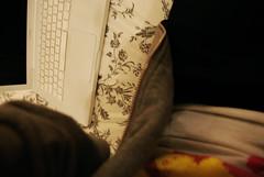 (EMPTY.) Tags: white blanco ikea grey gris hoodie bed bedroom december sunday things cama habitación domingo diciembre sudadera macbook 2oo9