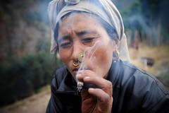 Rai Woman (Leonid Plotkin) Tags: nepal portrait woman asia smoke smoking khumbu rai bung khumburegion
