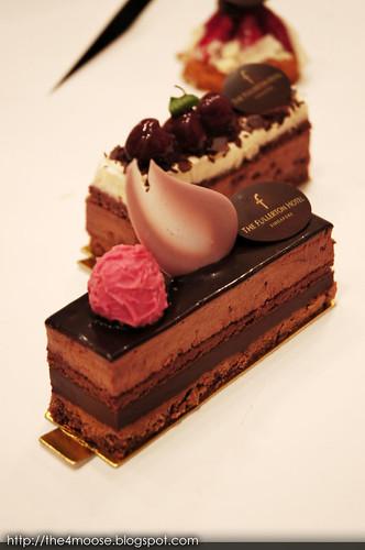 Fullerton Hotel - Chocolate Manjari Cake