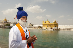 Benediction (Sava Lakh Foundation) Tags: praying sikh khalsa harmandirsahib harimandirsahib darbarsahib nihang magharsingh