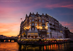 Hotel de l'Europe, Amsterdam (Salva del Saz) Tags: sunset sky holland reflection building classic water netherlands amsterdam digital canon river eos hotel europe angle dusk wide ultra 1022mm dri 1022 amstel blending efs1022mm leurope 40d salvadordelsaz salvadelsaz