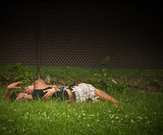 (Doug NC) Tags: park nyc newyorkcity summer hot green boyfriend grass sex fence daddy belt kiss girlfriend arms indian muslim mommy romance lovers spanish heat fencing shorts plaid pm embrace vignetting locked vignette clovers humid elmhurst hoping procreation afternoondelight nikond80 dougalug