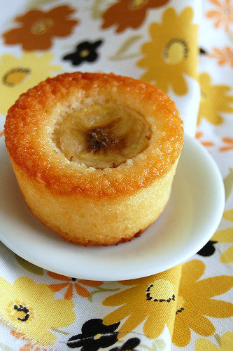 Toasted coconut and banana friands / Friands de coco tostado e banana