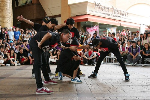 Wakaka Fever led by Popular dancer and reality star Alam