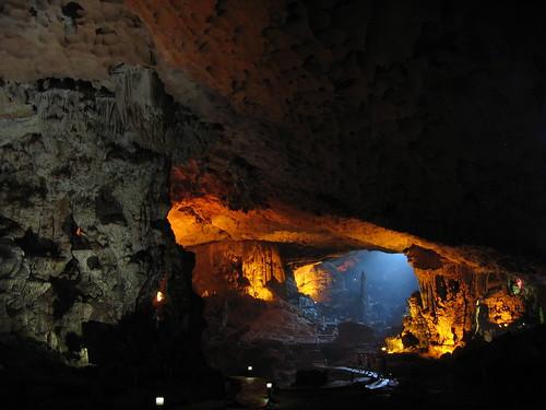 Cueva Halong Bay