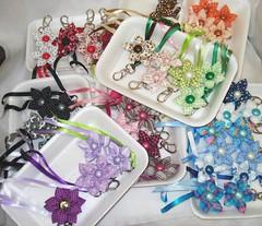 Todas variaes de cores... (Cristina Jaeger) Tags: flor chaveiros