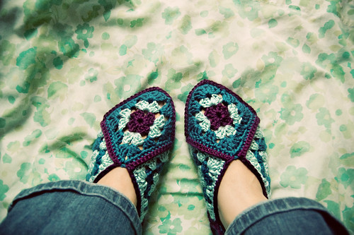 365.286: granny square slippers   GOODKNITS // a knitting & crochet blog