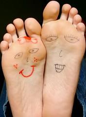 Ps (Mh :)) Tags: feet face happy fingers dedos ps sorriso feliz desenho lao rostos 365days