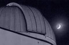 Mirant la nit / Looking at the night (SBA73) Tags: sky bw moon night noche cel catalonia luna bn observatory cielo cupola infrared astronomy catalunya astronomia cupula nit lluna aas sabadell telescopio vallèsoccidental vallès parccatalunya supershot telescopi abigfave agrupació anawesomeshot agrupacióastronomicadesabadell mygearandme mygearandmepremium