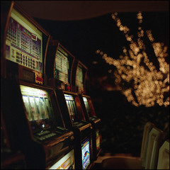 The Gambler (Alvaro's Pix) Tags: usa color 120 6x6 colors mediumformat lights neon interiors bright lasvegas kodakportra400vc casino 120film hasselblad nv scanned thestrip machines wynn carrete slots fruitmachine slotmachines c41 mittelformat epsonv700 formatomedio onearmedbandits hasselblad2000fcw carlzeissplanarf80mmt lort09 brutaldof