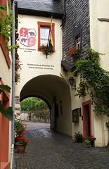 Bernkastel, Graacher Tor (Graach Gate) (HEN-Magonza) Tags: bernkastelkues graachertor stadttor wappen citygate stemma porticieporticati graachgate coatofarms mosel moselle rheinlandpfalz rhinelandpalatinate deutschland germany