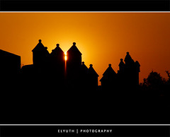 AMANECER EN TEPOZTLAN 04 (Rene Elyuth Castillejos) Tags: mxico iglesia amanecer contraste tepoztlan torres sigma70200 sonyalpha700 elyuth