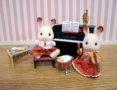 Rock the Bells (back2s0ul) Tags: calico critters sylvanian families piano school music set bell hopscotch