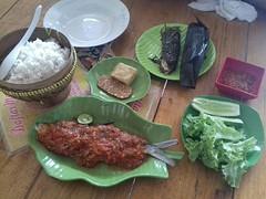 Makan siang dimana nih lur? Pecak bandeng aja kuy ! 😋 #repost Photo by : @arisyahrina #lunch #happylunch #makansiang #kuliner #culinary #pecakbandeng #serang #sawahluhur #kotaserang #Banten #Indonesia http://bit.ly/1BFtNAa (kotaserang) Tags: ifttt instagram makan siang dimana nih lur pecak bandeng aja kuy 😋 repost photo by arisyahrina lunch happylunch makansiang kuliner culinary pecakbandeng serang sawahluhur kotaserang banten indonesia httpkotaserangcom