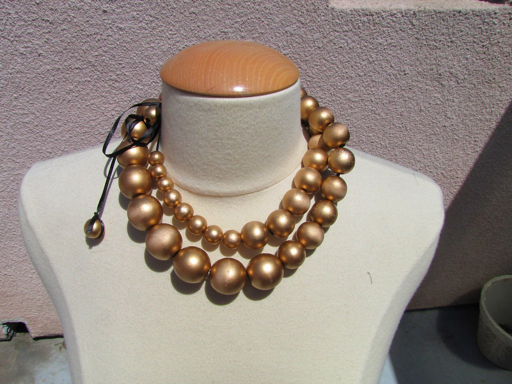 gold baubles necklace