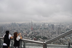 matching (whitney.barclay) Tags: city japan skyline tokyo couple view cloudy tokyotower matching hazy skydeck moritower sprawling nikond90