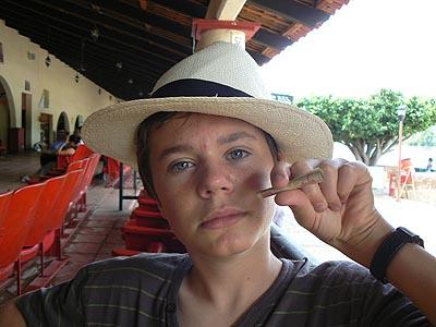 paul fume des pesos.jpg