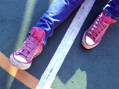 DSCF4051 (ignoti alla citt_gianluca) Tags: pink people girl star shoes all looking ombra persone jeans converse ritratti chucks scarpe dettaglio littlethings piccolecose lifebeautiful