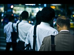 Another day has gone (Fabio Sabatini) Tags: japan canon 50mm tokyo blog shinjuku dof bokeh depthoffield  f18 boke salarymen    sararman shinjukuku