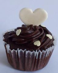 . (Ana_Fuji) Tags: white branco chocolate cupcake coração