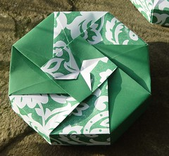 "Achteckschachtel ""Small Flower (A)"" von Tomoko Fuse (Tagfalter) Tags: origami box tomokofuse"