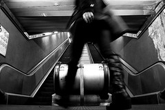 (46) (Donato Buccella / sibemolle) Tags: street blackandwhite bw italy milan underground milano streetphotography mm metropolitana lowangle moscova dalbasso sibemolle quandomialzomigirasemprepilatestanonostanteiconsiglizendicri traunpmialzoveloprometto devipiegareleginocchia malepiego fotografiastradale