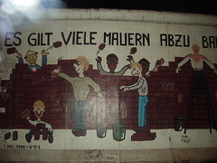 9-11-1989 (ipodvp) Tags: muro wall germany paint western alemania embarrassment oriental eastern pintar occidental berln dibujar verguenza deuschland