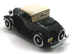 Ford 1932 Deluxe Roadster - Brewster Green