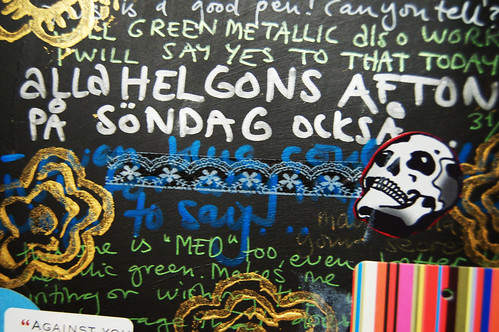 Detail: Writing on black (Copyright Hanna Andersson)