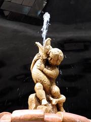 Fontene (idAndrine) Tags: barcelona gaudi fisk fontene