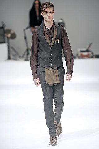 Johannes Linder313_FW09_Paris_Mihara Yasuhiro