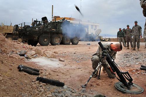 フリー画像| 戦争写真| 兵士/ソルジャー| 60mm迫撃砲| アメリカ軍兵士| アフガニスタン風景|      フリー素材|
