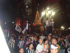 DSC02434 (~ Mely) Tags: blanco azul mexico noche desfile leon nl antonio mty algo monterrey 2009 nuevo palacio gobierno campeones clausura chupete rayados macroplaza adiccion