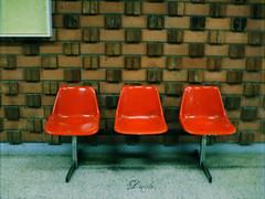 sentarse y esperar.