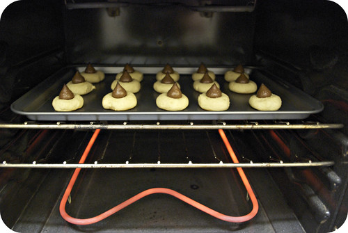 baking hershey kiss drop cookies