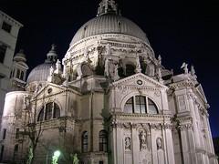 Venezia - Chiesa S. Maria della Salute, esterno notte