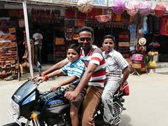 felici di essere fotografati/happy to be photographed (enza bianchimani) Tags: street india children asia moto puskar