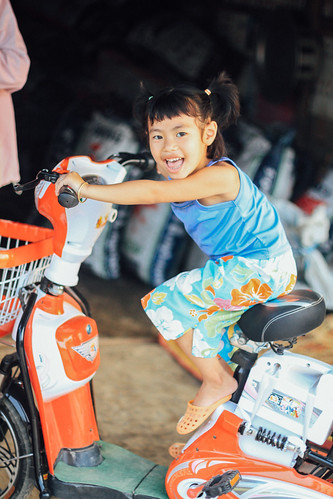 Girl on Motorbike, Oudômxai Laos