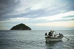 l'arrivo della sposa (bass_nroll) Tags: sea canon bride boat barca tramonto mare dusk liguria marriage fabio matrimonio tullia spotorno 450d superaplus aplusphoto