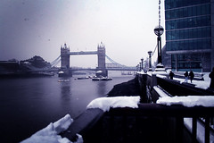 London in winter (D o u b l e y o u) Tags: bridge people snow london tower canon river w winter2009 doubelyou