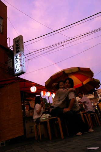asakusa_couple_under_the_rainbow01.jpg