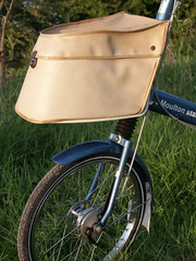 Front bag (Tilly Veedub 25) Tags: bike bicycle suspension kingfisher 1960s flowerpower stylish moulton fframe smallwheel