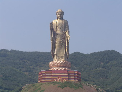 tallest-spring-temple-buddha