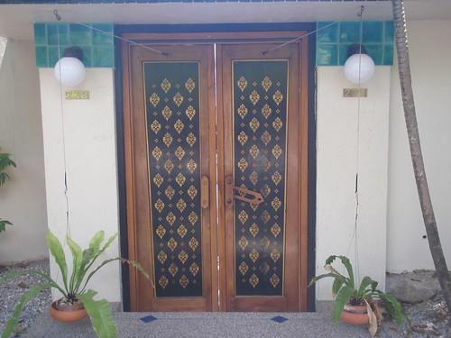 Curioso sistema de cierre de puertas